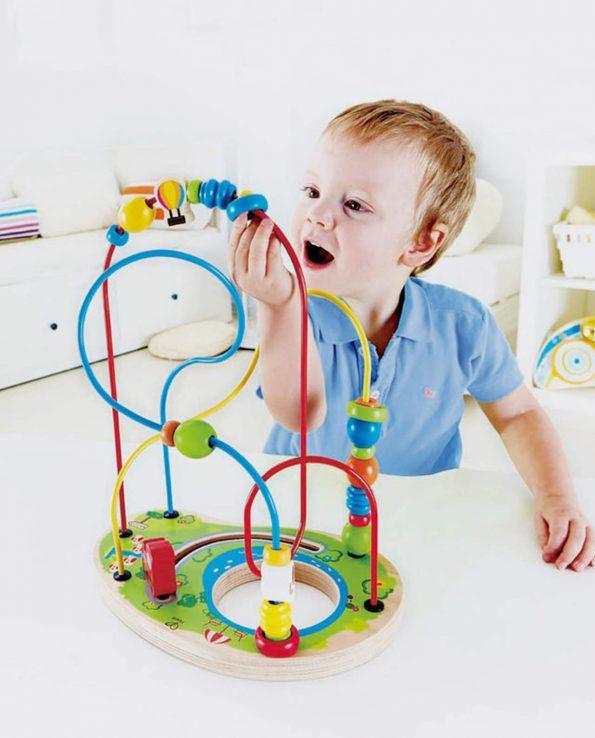 juego para niños laberinto pasabolas
