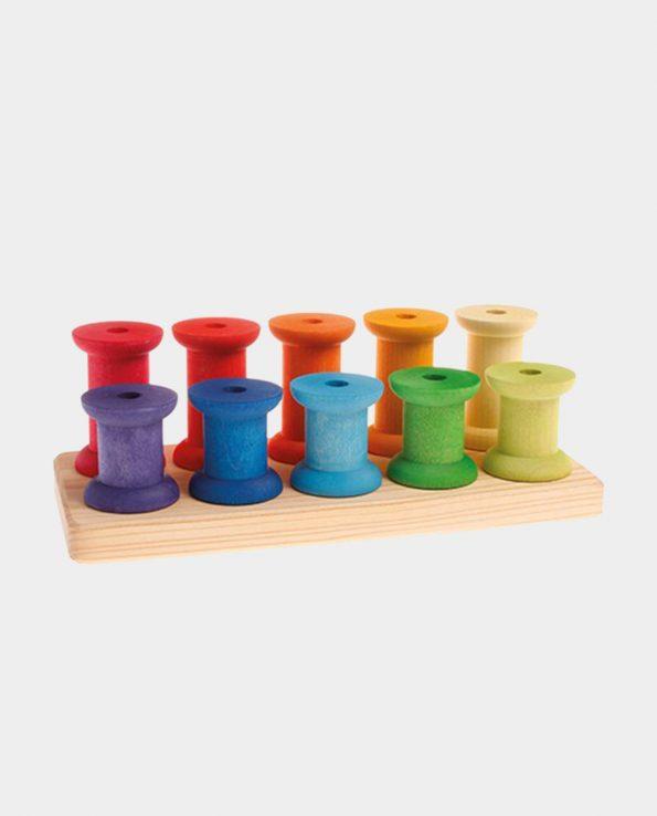 Encajable de bobinas grandes de colores de la marca grimm's