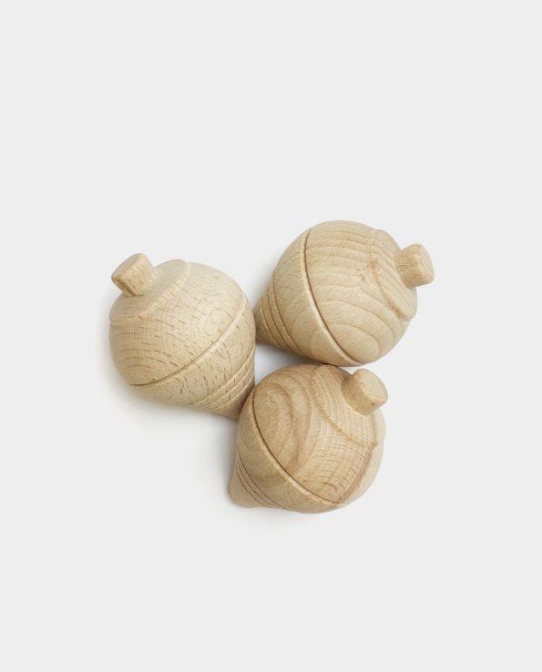 Peonza de madera para niños y bebés de la panera de los tesoros