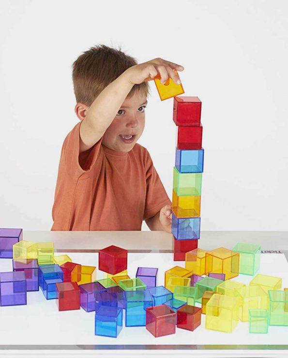 Cubos translúcidos de diferentes tamaños ideal para la mesa de luz de la marca tickit