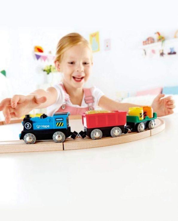 Tren de mercancías a pilas para niños y bebés de Hape