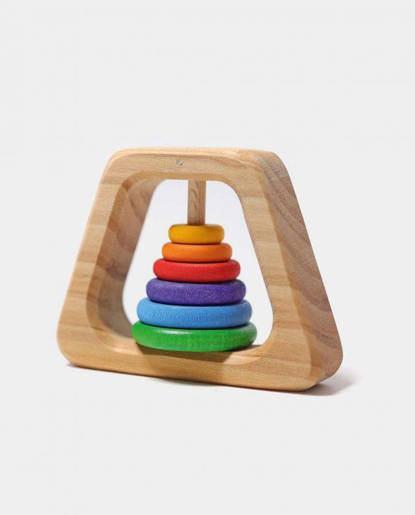 Sonajero forma pirámide de madera con anillas de colores de Grimm's