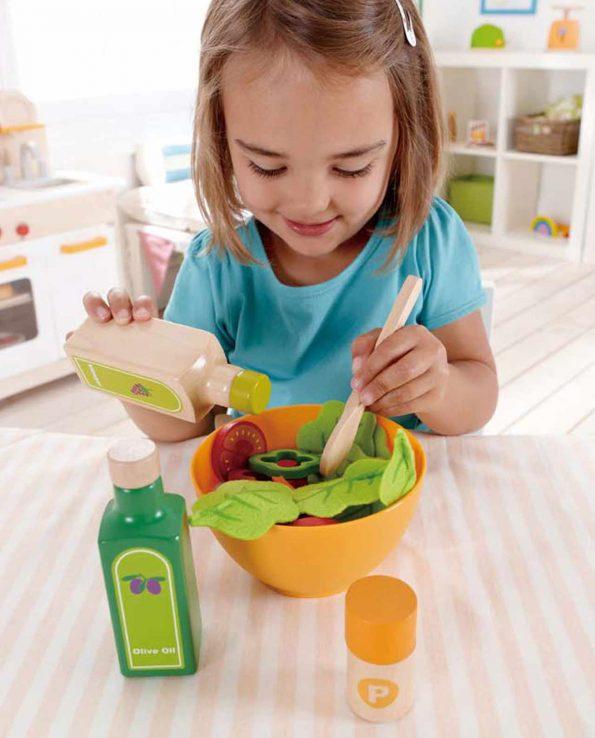 Ensalada de juguete fabricado en madera para niños de Hape juego simbolico montessori waldorf