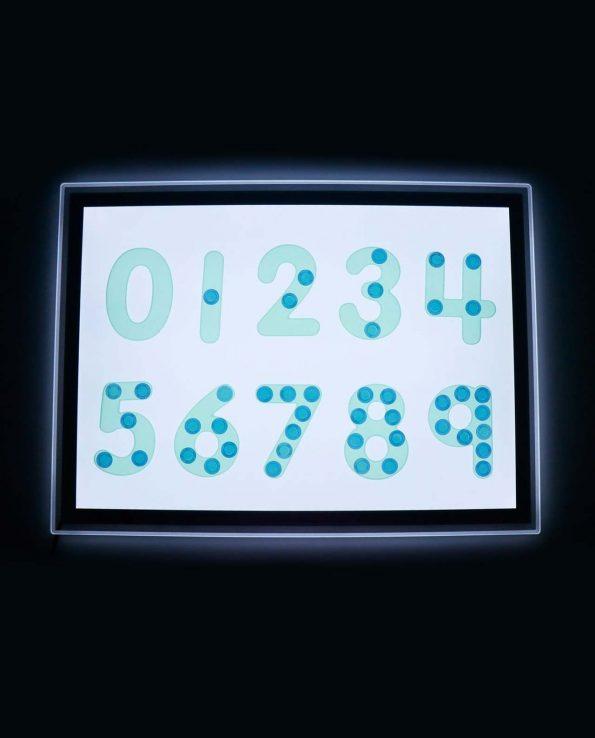 Números translúcidos verdesde silicona para la mesa de luz de Tickit