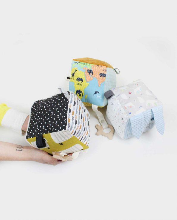 Cubo sensorial montesori para bebés