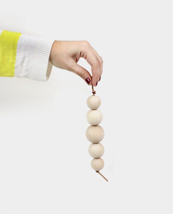 Guirnalda de bolas de madera para bebés y niños Juguete Montessori para la panera de los tesoros