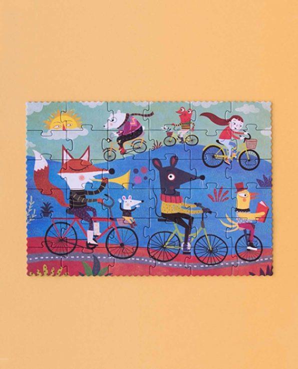 Dominó para niños con dibujos de animales con bicicleta de Londji