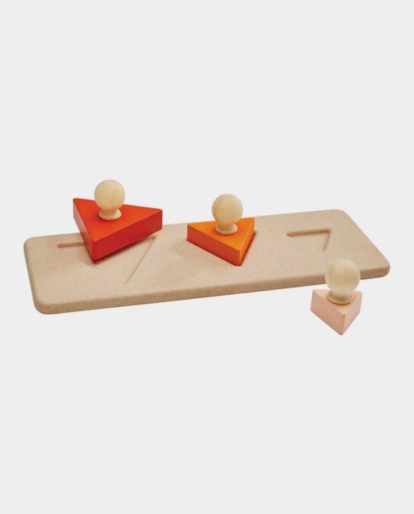 Puzzle encajable de madera triángulos de Plantoys