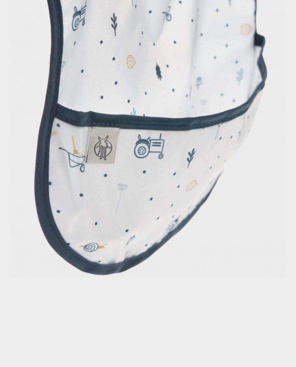 Babero impermeable con bolsillo de la marca Lassig modelo Explorer
