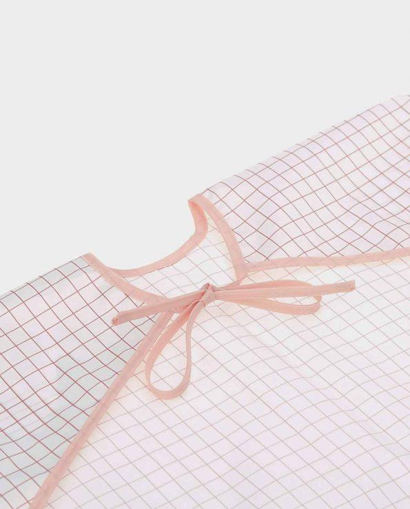 Babero impermeable con mangas de la marca Lassig modelo Caracol