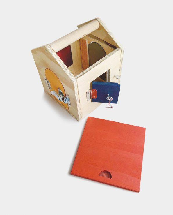 Caja de cerraduras vetas y virutas de madera hecha a mano montessori waldorf regio emilia